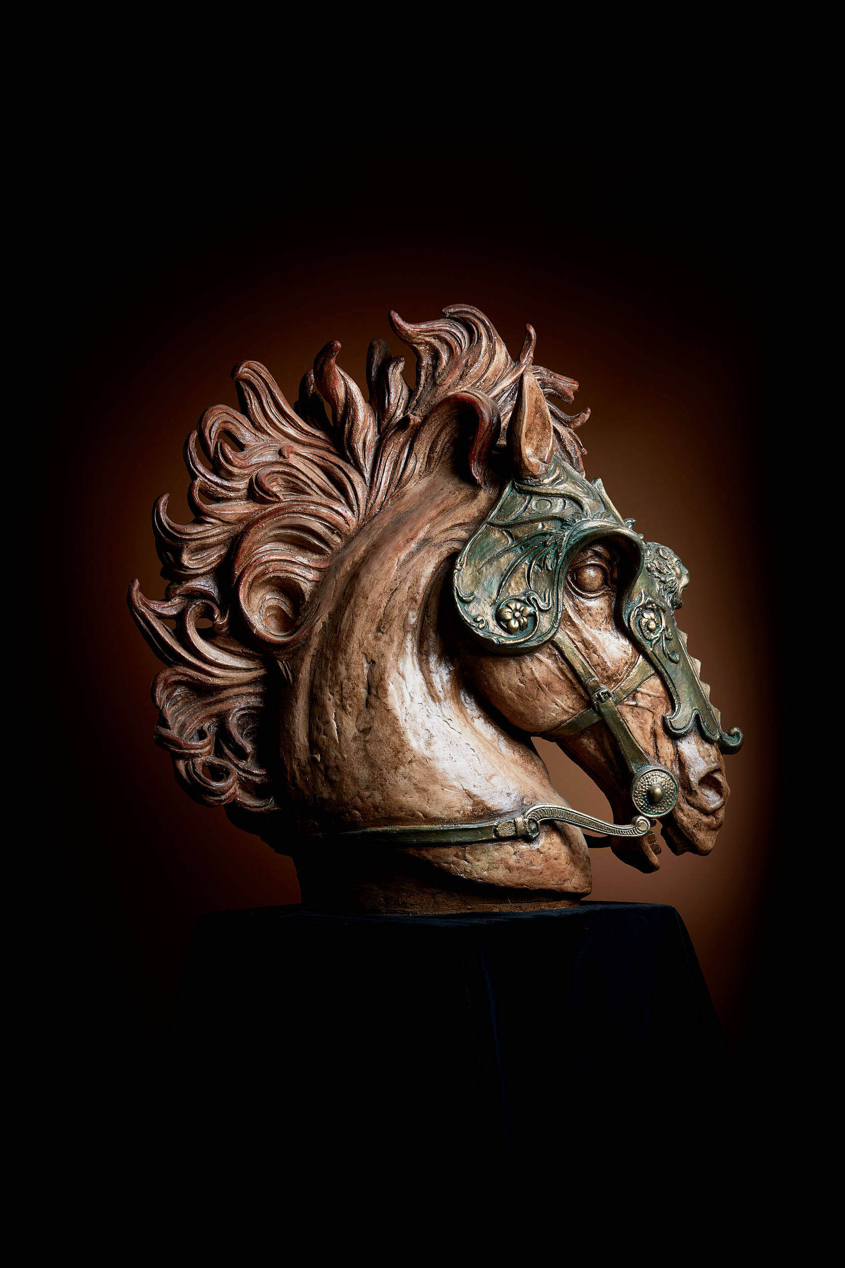 Skulptur Pferdekopf -  farbig gefasst