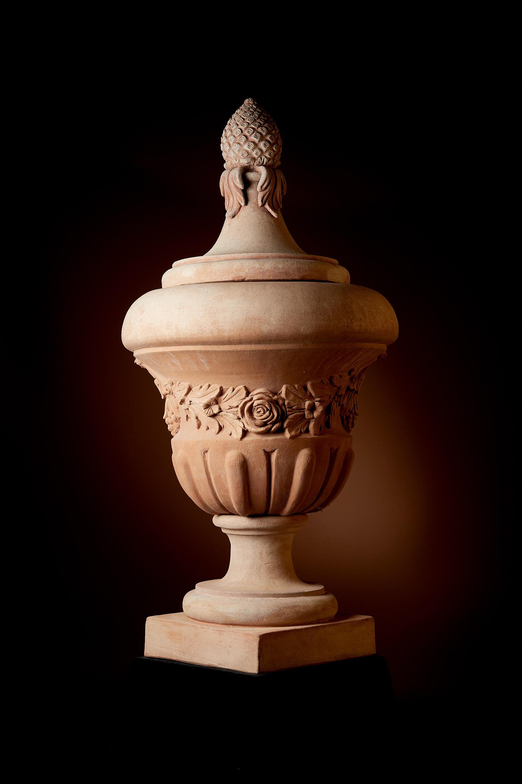 """Vase """"Frescobaldi"""" mit Blumengirlanden"""