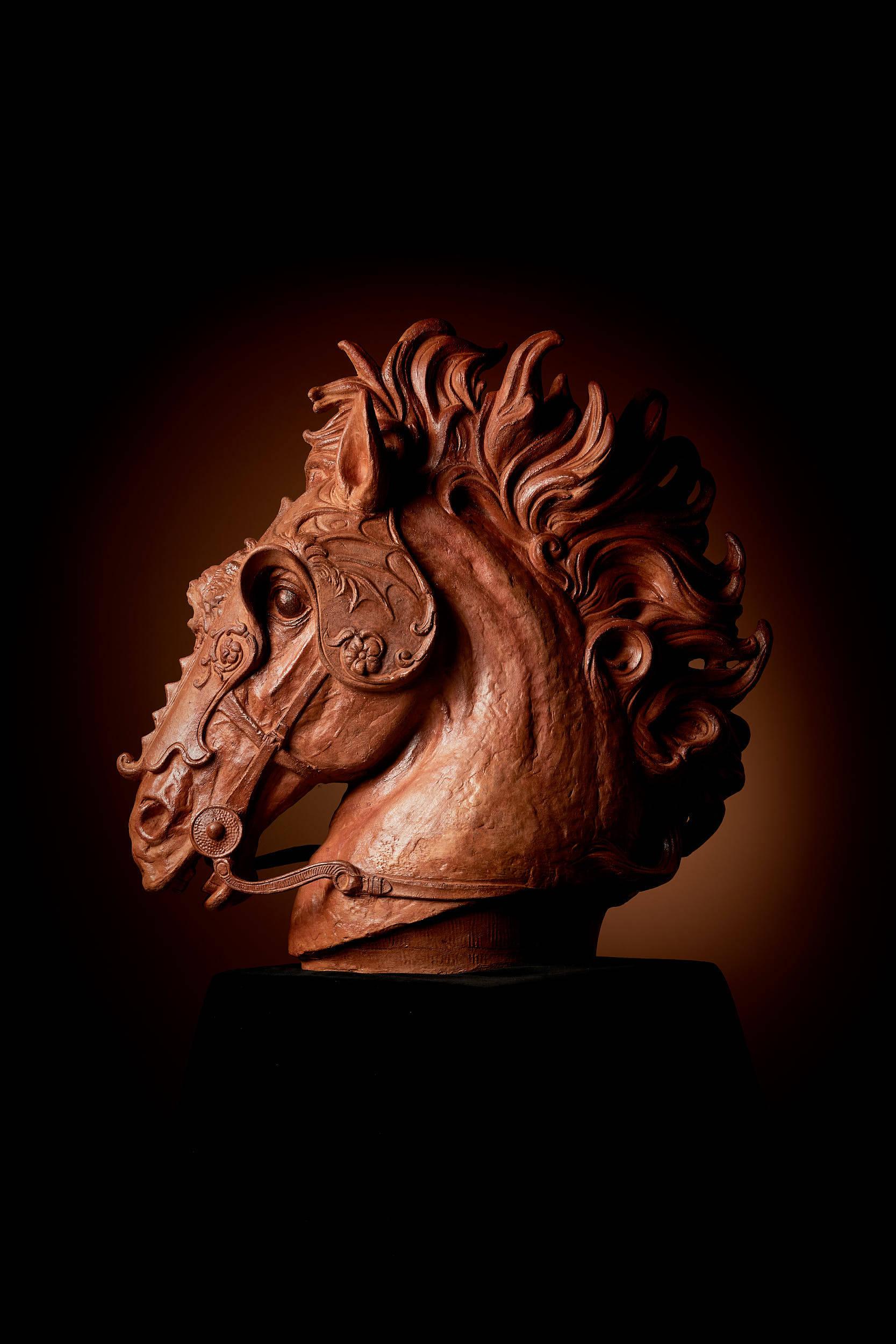Skulptur Pferdekopf, mit Bienenwachs behandelt
